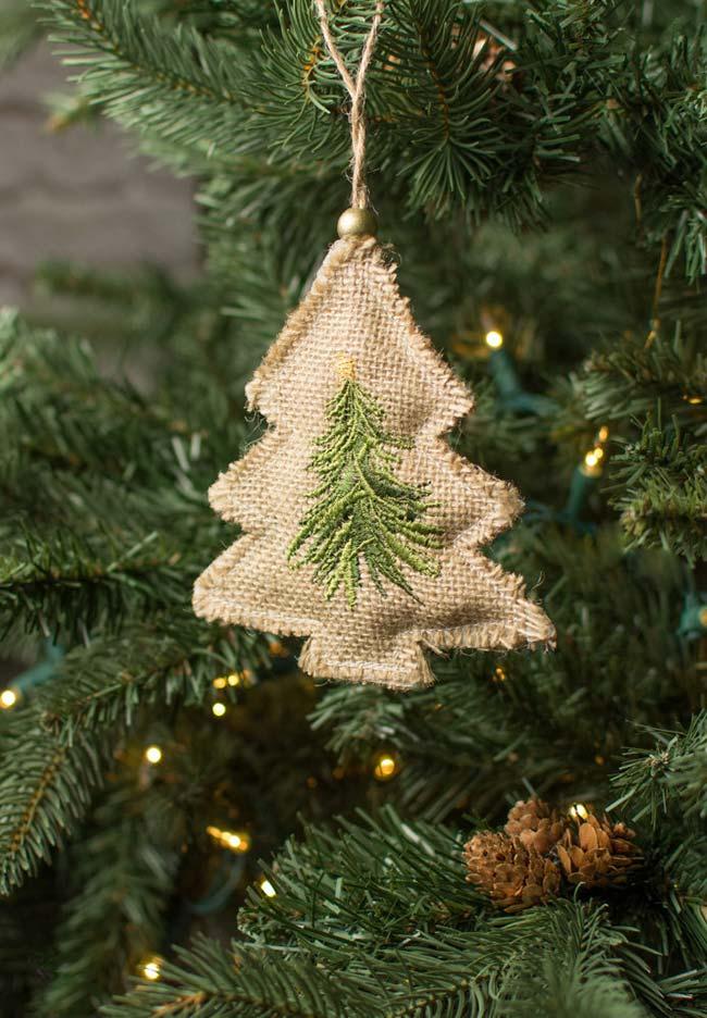 Decoração com juta: mini pinheiro para árvore de natal feito com juta e bordado de linha verde