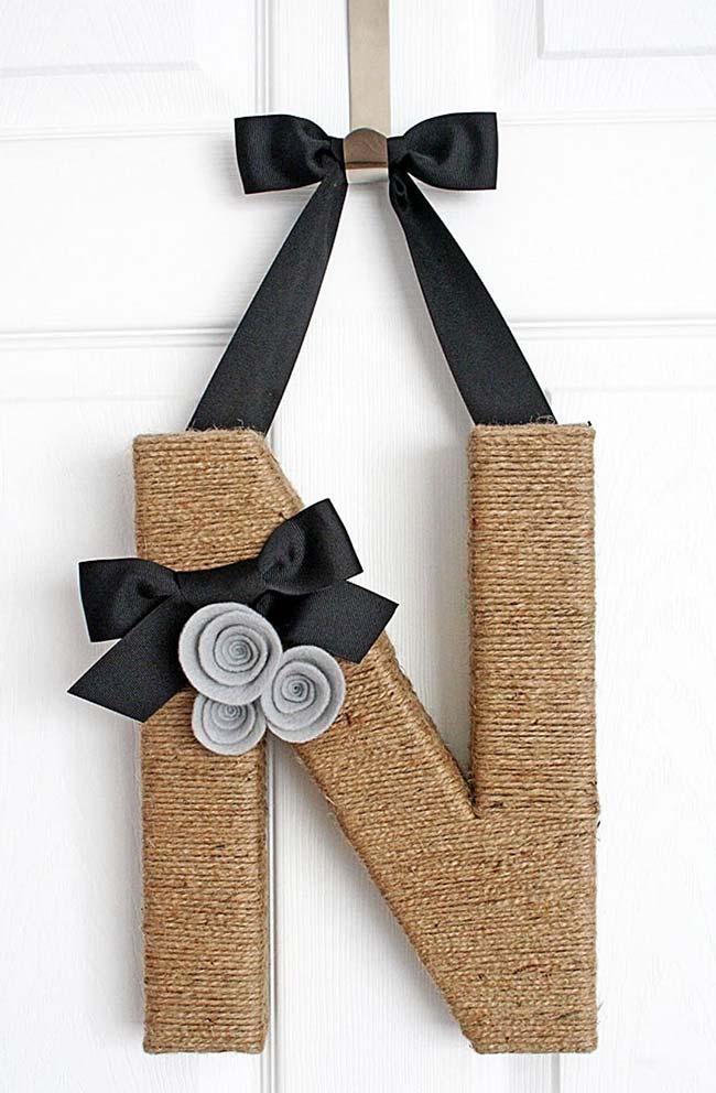 Decoração com juta: letreiro para porta rústico e elegante