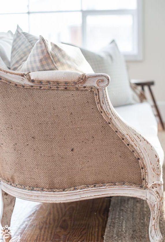 Quer deixar seus móveis com uma cara mais despojada e rústica? Juta neles!