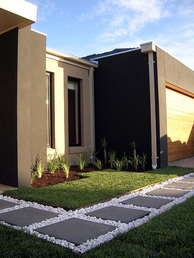 Faça uma combinação de grama preta com quartzos brancos rolados