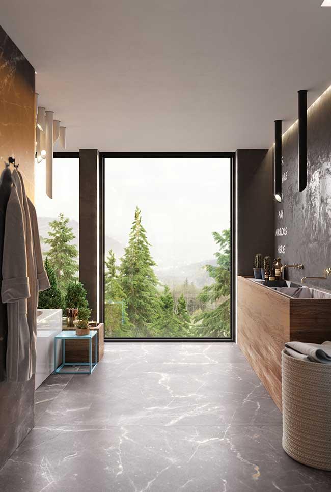 Banheiro spa com janela ampla