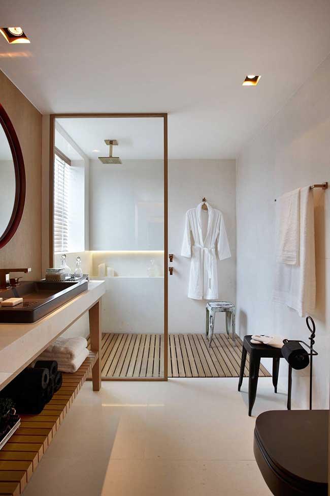 Tons de dourado na decoração do banheiro spa