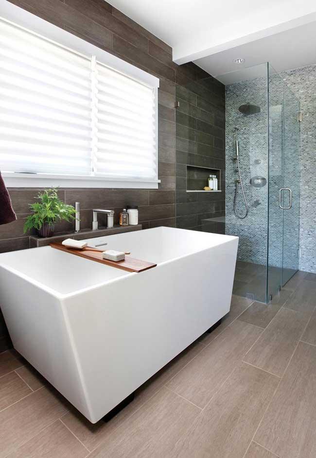 Banheiro spa com chuveiro separado