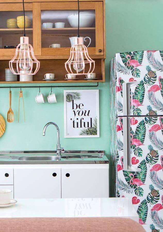 Outra geladeira com a estampa da moda: flamingos e Costela de Adão