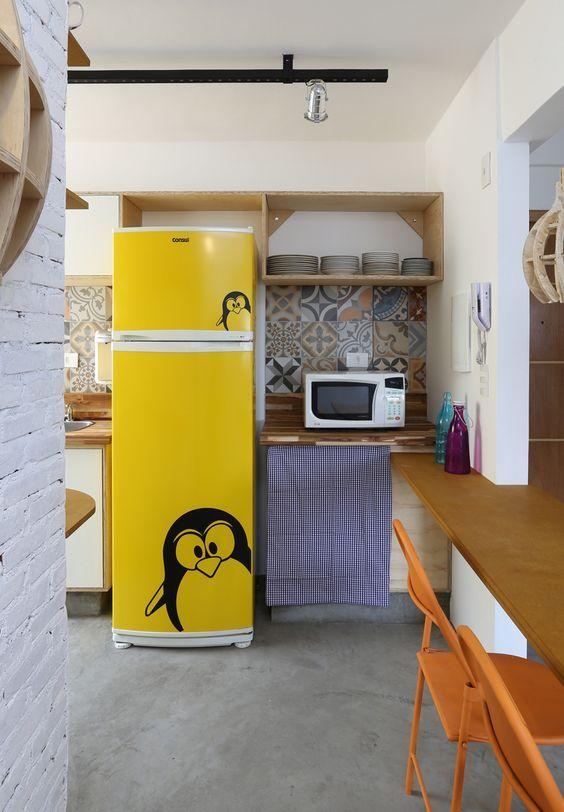 Envelopamento de geladeira com estampa de personagens ou animais