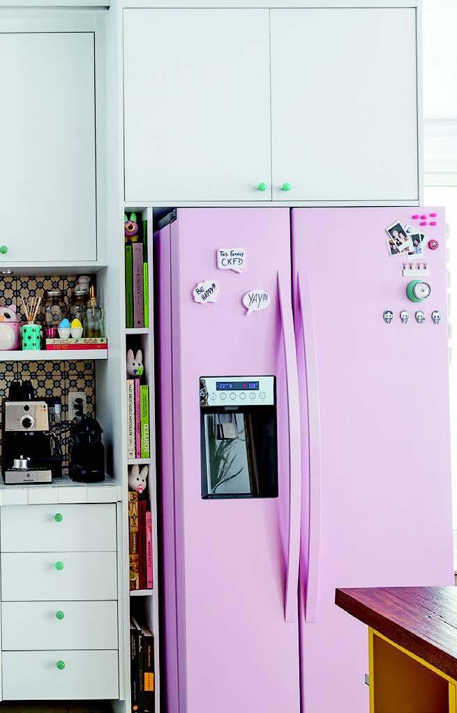 Envelopamento de geladeira alegre em modelo side by side