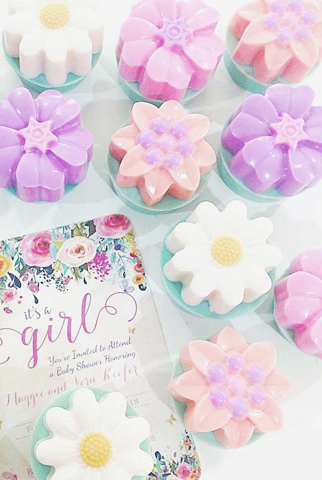Sabonetes decorados em forma de flores