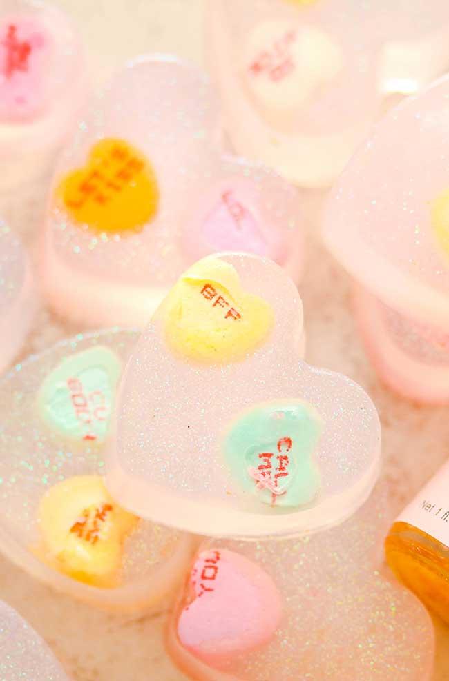 Corações com botões: muito fofa essa ideia de sabonete