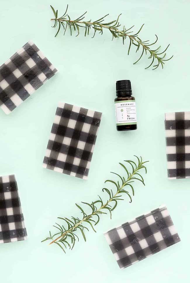 sabonete decorado xadrez com óleo essencial de alecrim