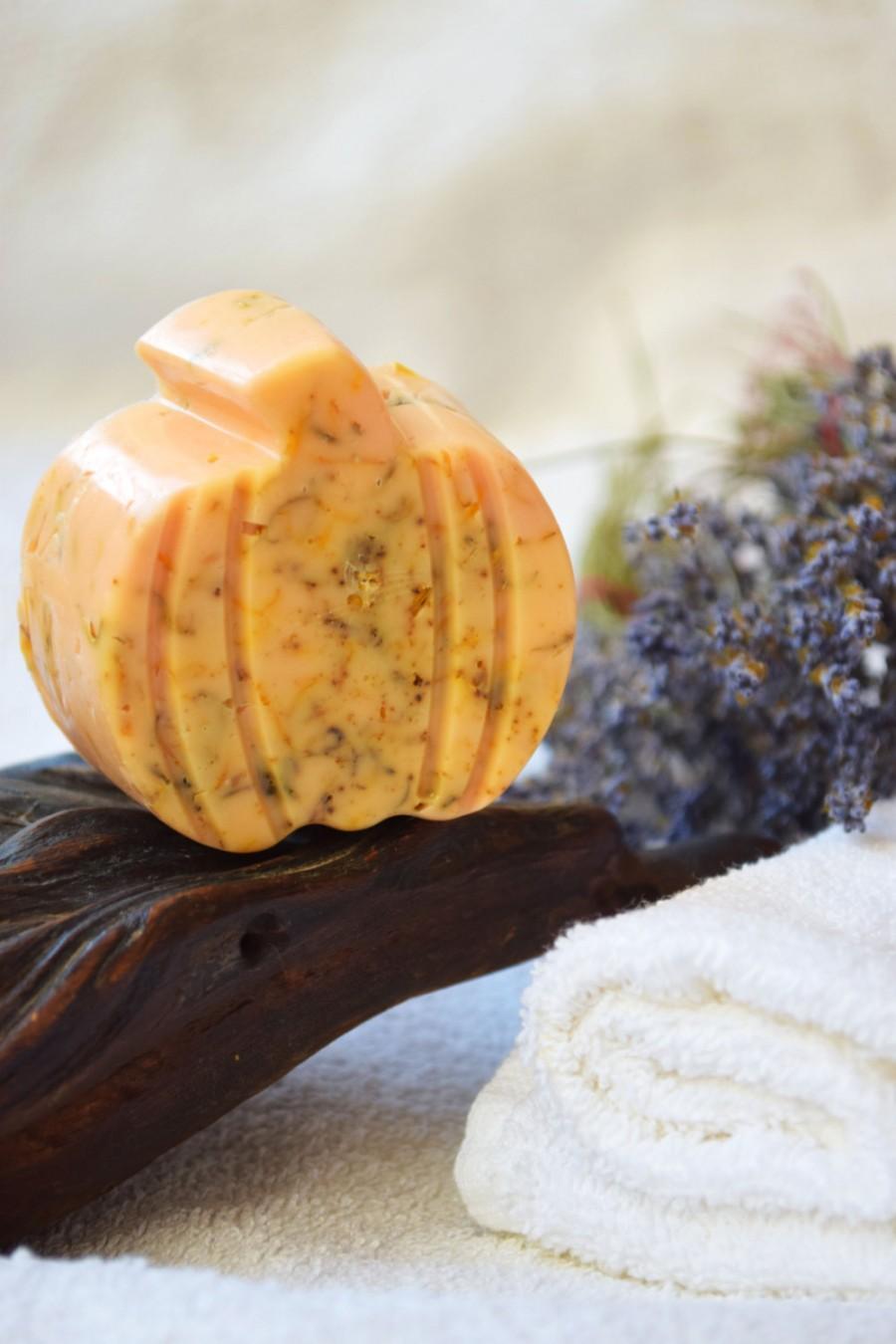 Sabonete decorado em formato de abóbora