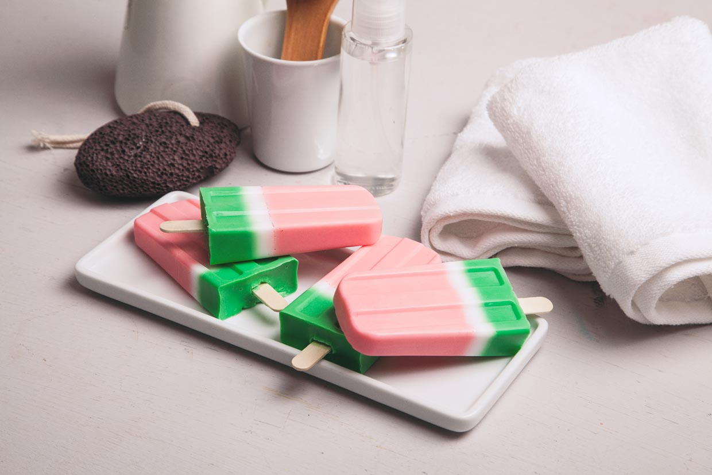 Um sorvetinho de melancia para decorar o banheiro