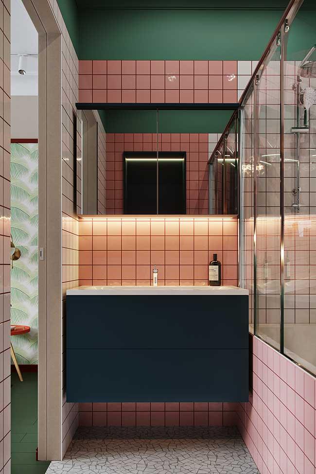 Parede verde no banheiro