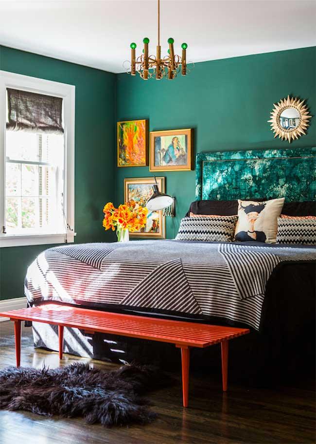 Parede verde no quarto de casal