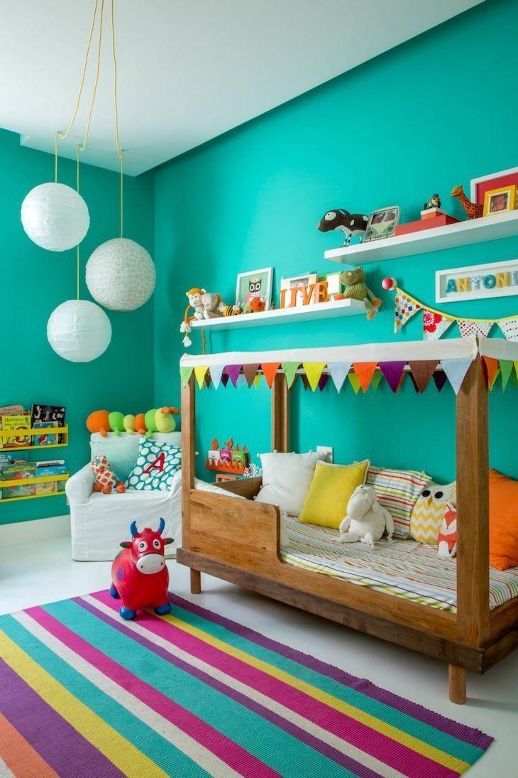 Parede verde água quarto infantil