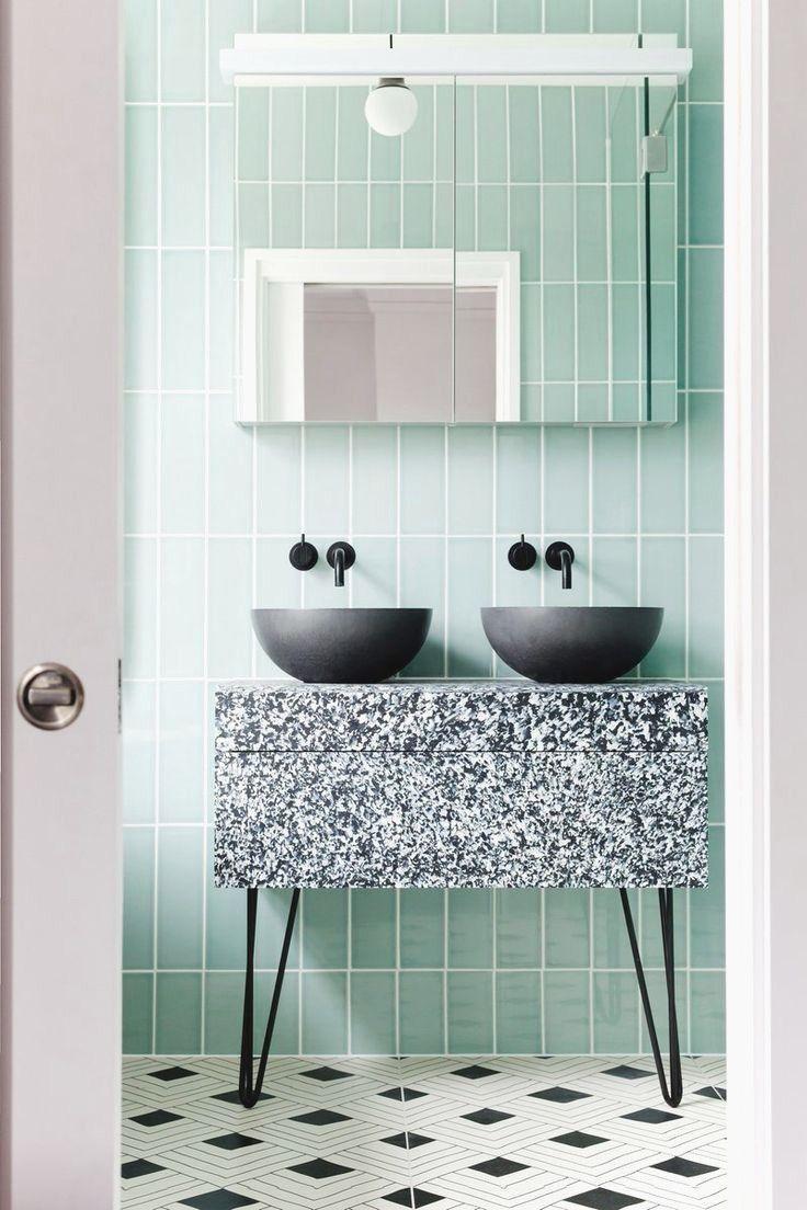 Parede verde menta no banheiro