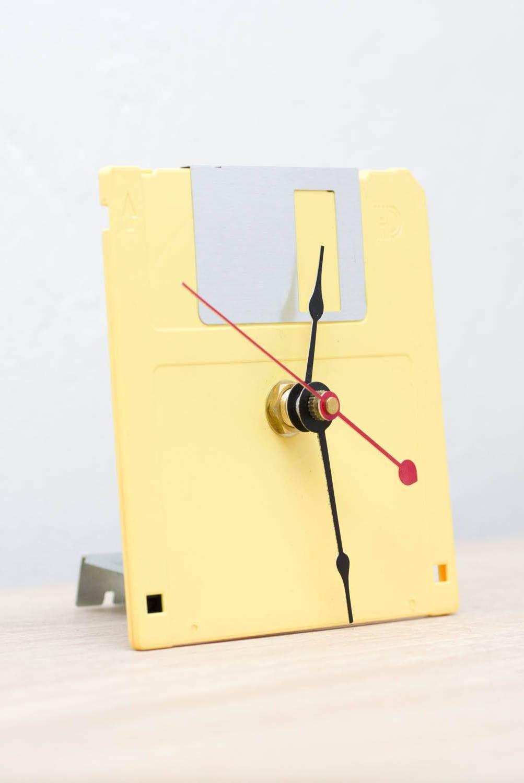 Relógio feito de disquete de computador