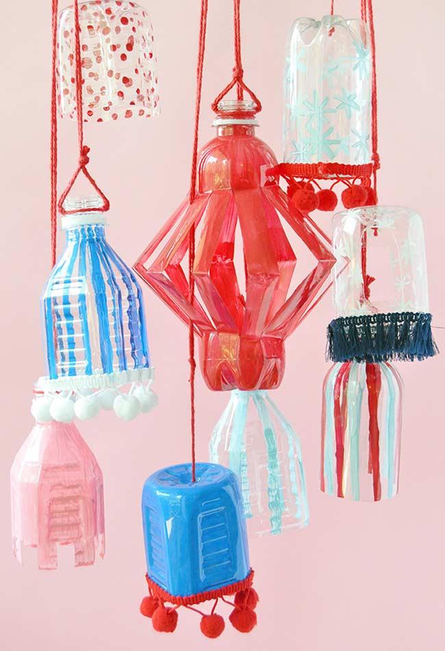 Decoração sustentável: se preferir, pode apostar nas lanternas de garrafas pet ao invés das de papel