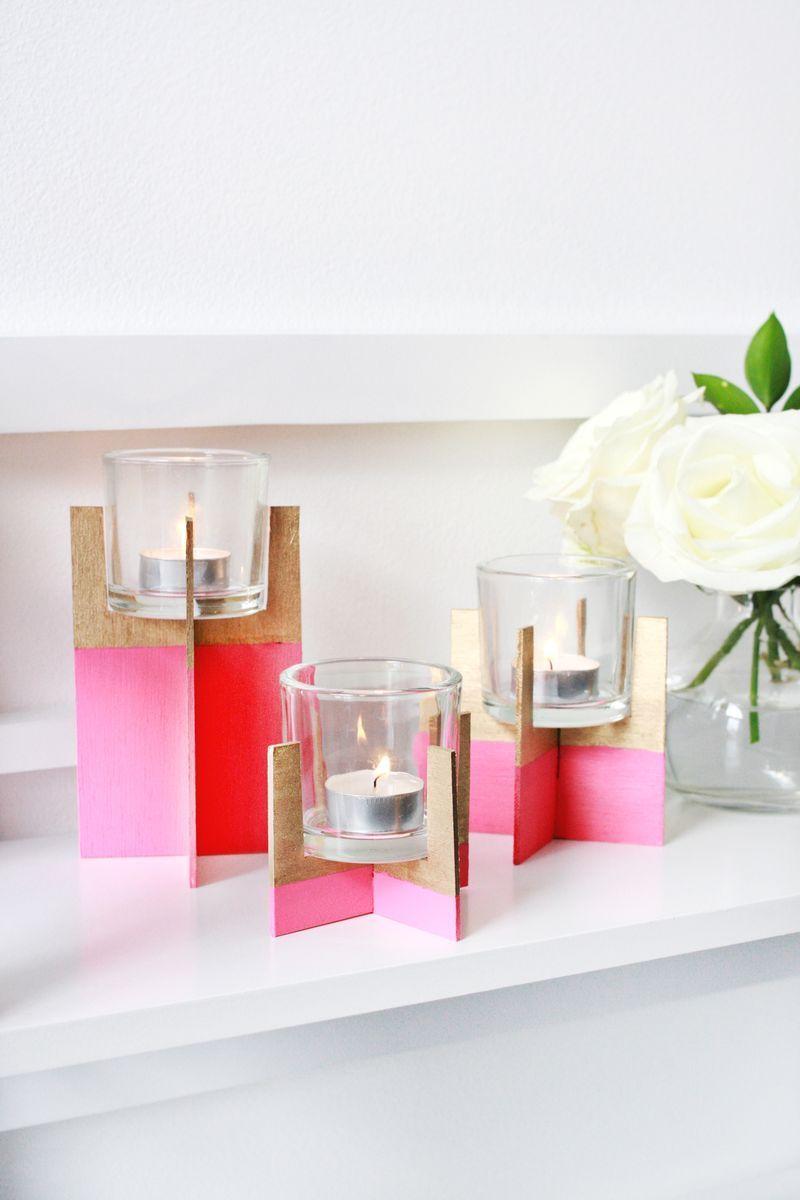 Um suporte simples e fácil de ser feito para as velas: papelões encaixados e coloridos