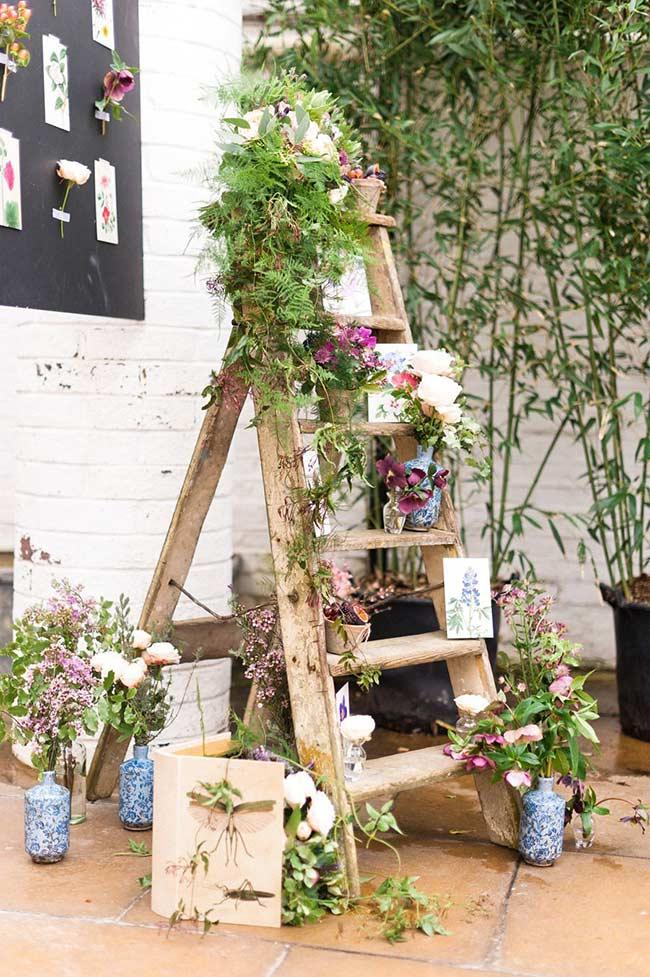 Escada com floreira
