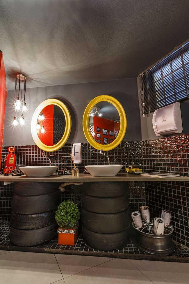 Banheiro com decoração temática