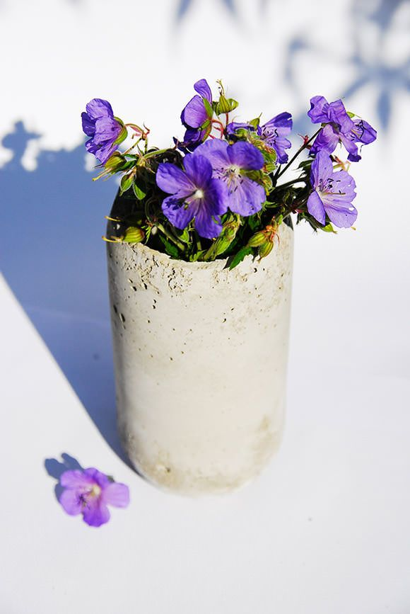 Faça você mesmo: vasinhos de concreto para suas plantinhas