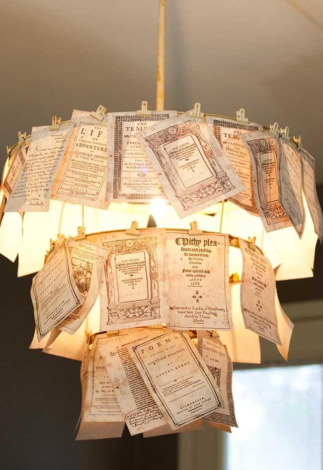 Luminária literária na decoração sustentável
