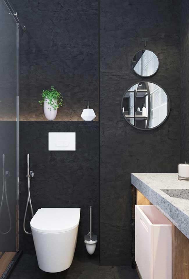 Nicho de parede com fita de LED no banheiro