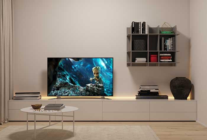 A ideia aqui foi colocar a fita de LED atrás do rack da TV