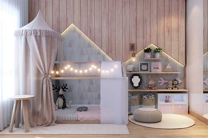 A proposta nesse quarto de bebê foi combinar fitas de LED com varal de lâmpadas