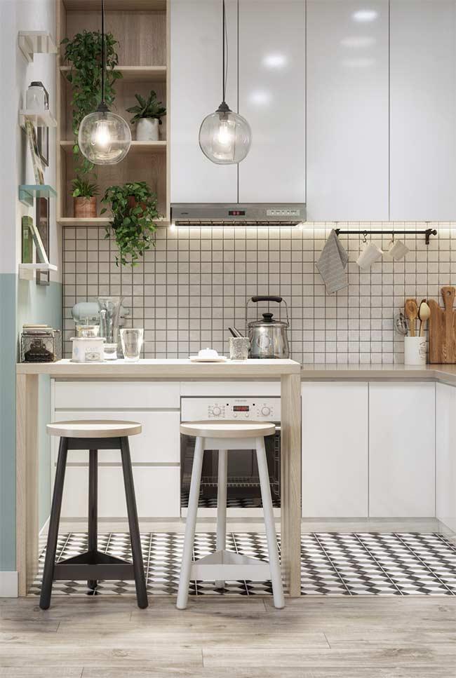 Cozinha branca com nichos