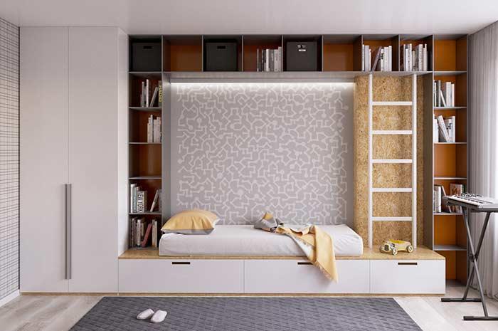 Uma cama envolta por nichos