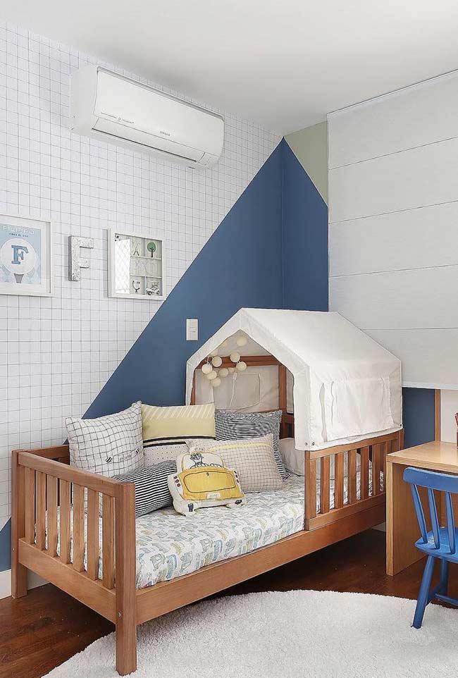 azul petróleo no quarto de bebê