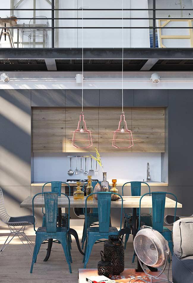 cadeiras azul petróleo na decoração