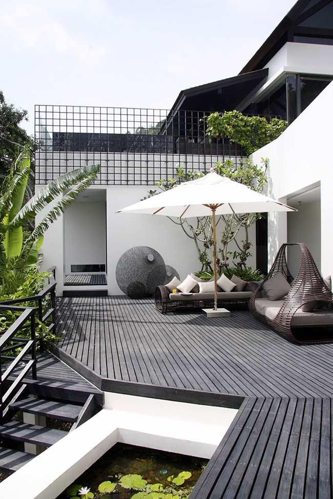 E um deck de madeira preto? Puro charme e elegância!