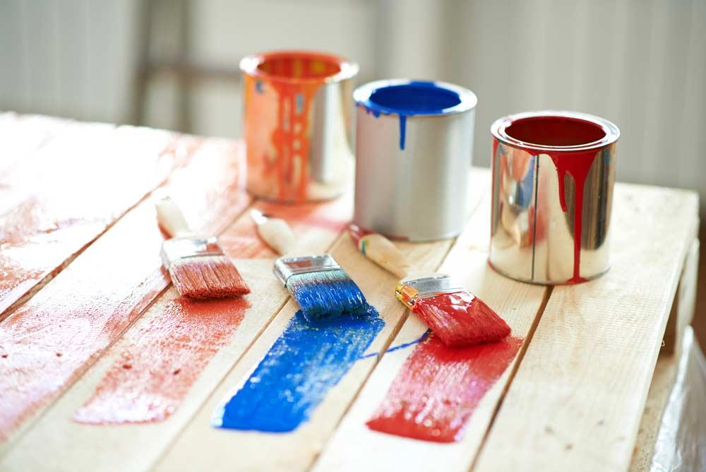 Tipos de tinta para pintar móveis de madeira