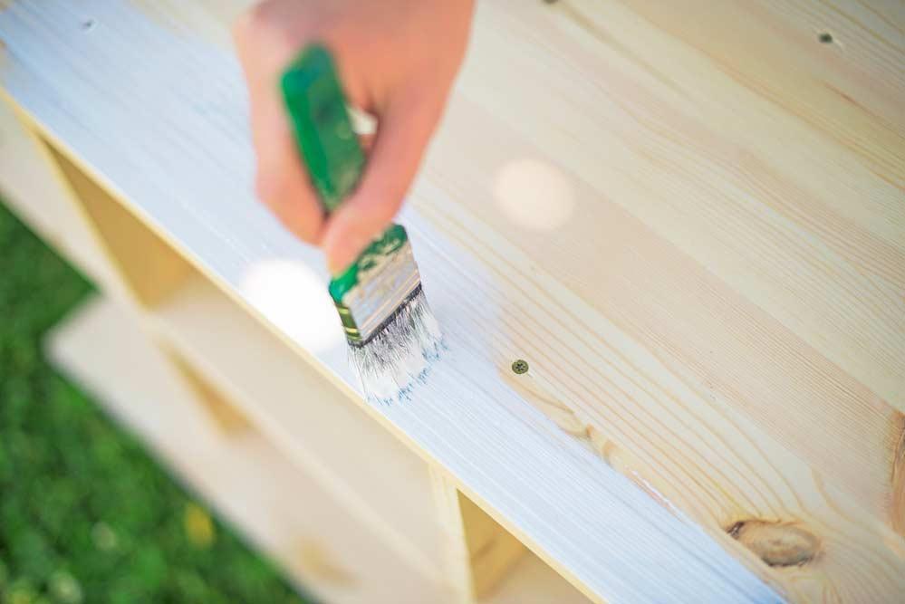 Como pintar móveis de madeira: dicas completas com passo a passo