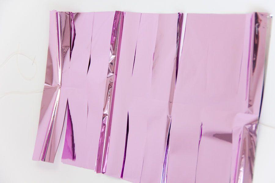 Posicione as folhas de papel umas sobre as outras bem juntinhas 9100cb040f0
