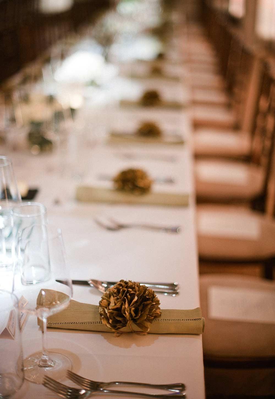 Pompom de papel em guardanapo para casamento