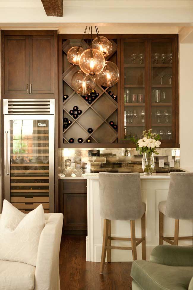 barzinho para sala que cobre toda a extensão da parede é o modelo ideal