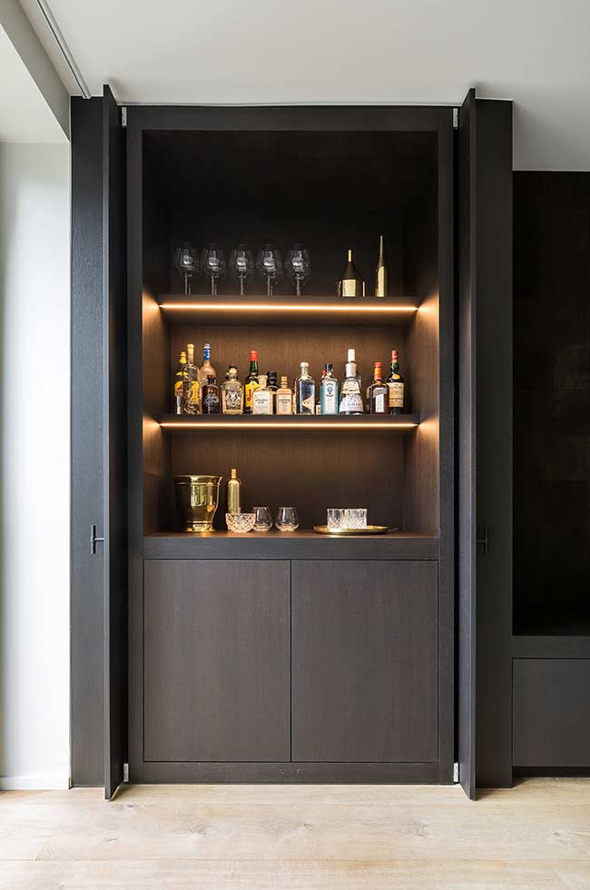 Barzinho para sala preto: moderno e minimalista