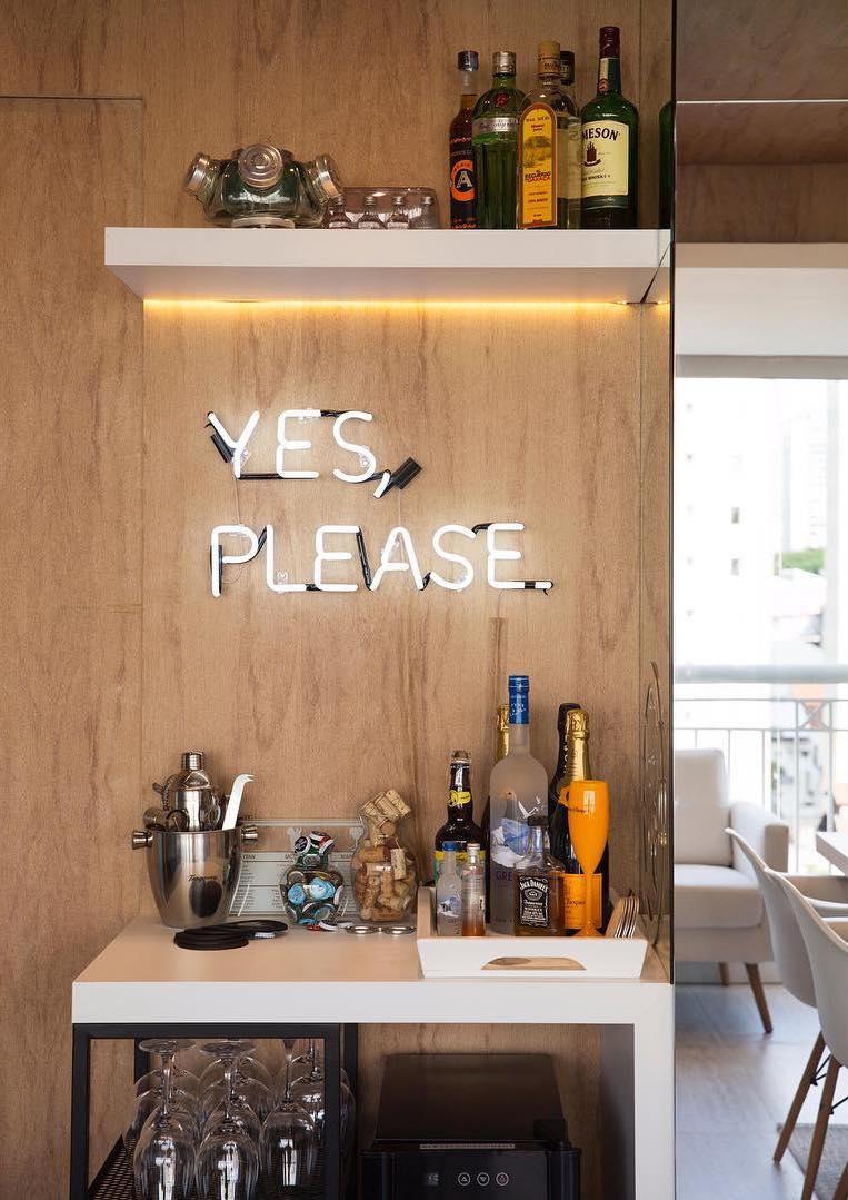Na hora de planejar o seu bar, certifique-se de que tudo o que você vai precisar para preparar os drinques esteja à mão