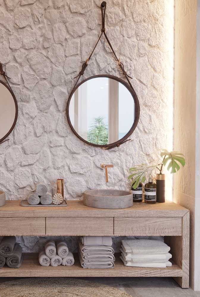 Banheiro com folhas de Costela de Adão