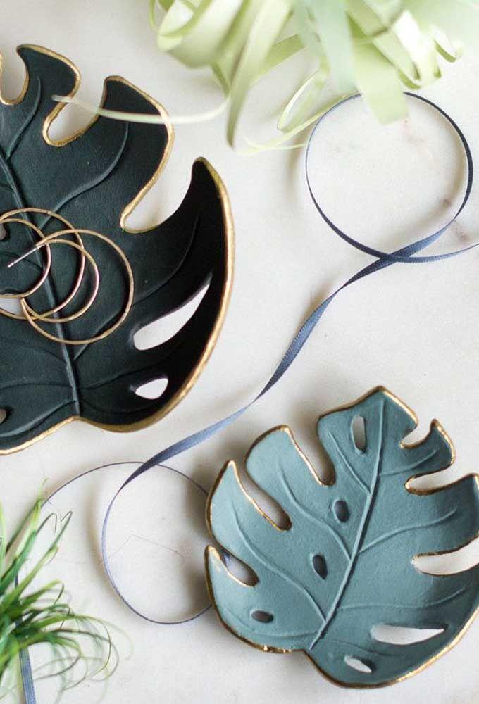 Peça de cerâmica com a forma, cor e textura da Costela de Adão