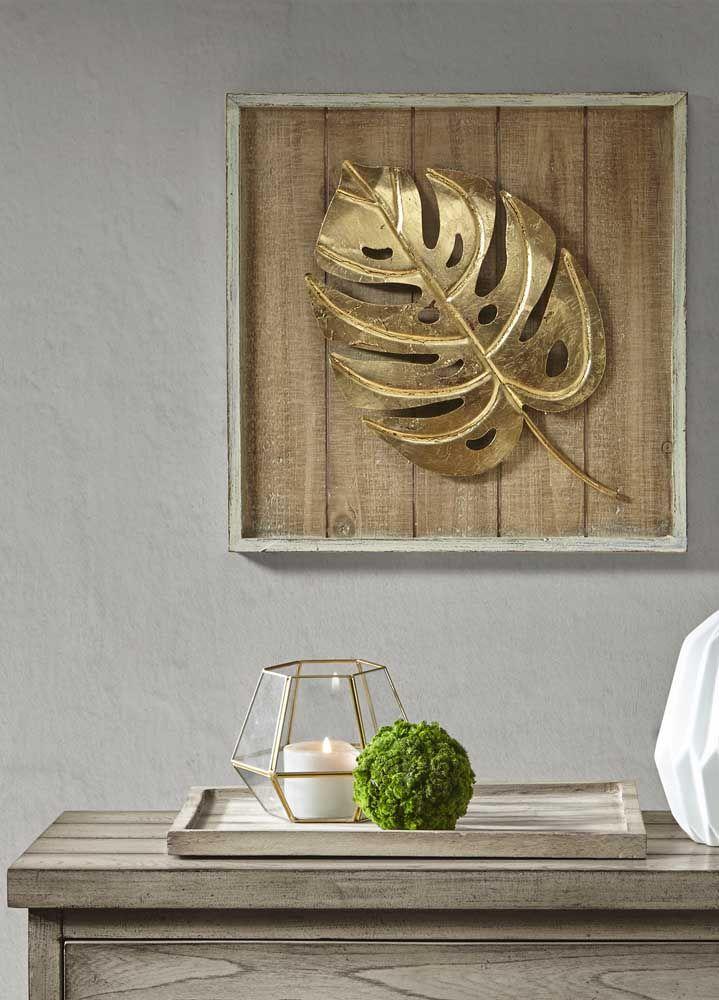 folha dourada de Costela de Adão fixada a uma placa rústica de madeira
