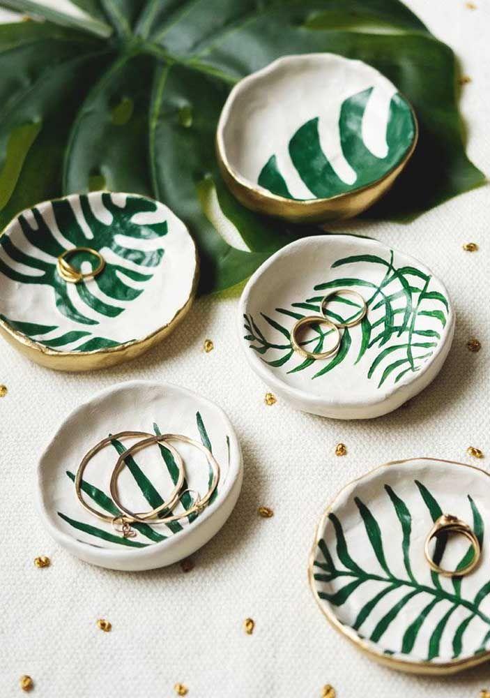 O sucesso da Costela de Adão é tanto que as folhas da planta foram parar até na cerâmica