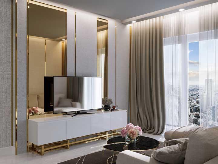 Espelho para sala: dê aquele toque de charme e elegância usando frisos dourando ao redor do espelho
