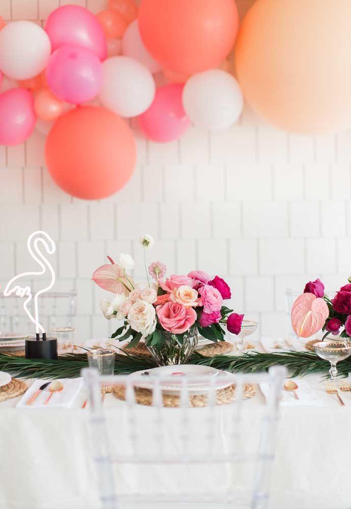 Decoração de mesa para festa flamingo toda pensada na natureza