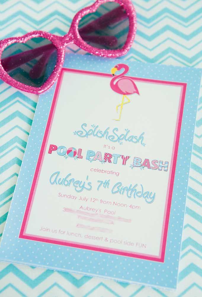 Convite para festa na piscina com tema flamingo