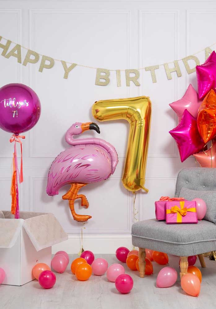 Decoração com balões para festa flamingo