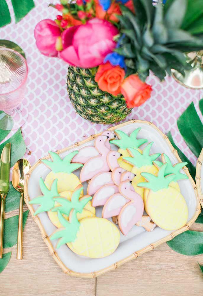 Mais biscoitinhos amanteigados confeitados para sua festa flamingo e abacaxi